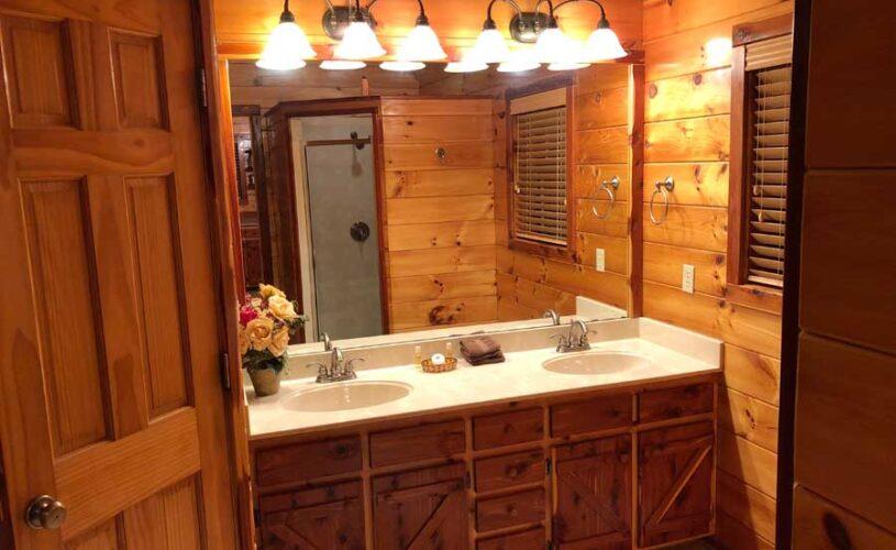 hilltop hideaway cabin bathroom with 2 sinks