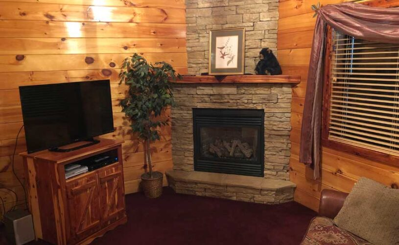 hilltop hideaway cabin gas fireplace and television