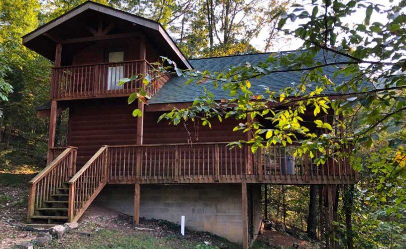 hilltop hideaway cabin front entrance